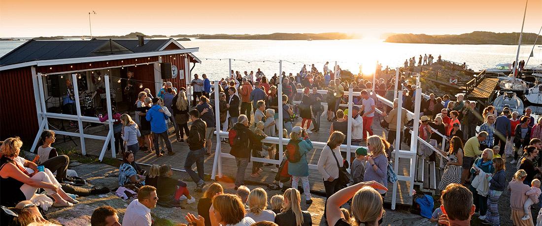 Dans på Brännö brygga. Varje lördag - hela sommaren. Varmt välkommen!